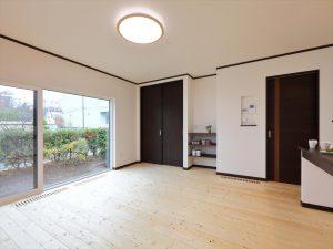 写真:お客様の声【千歳市・H邸】無垢材の床が期待以上に良い 評価80点(2)