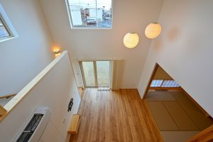 写真:通り土間で繋がる内外空間の家【北広島市・U邸】(2)